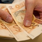 Consultor financeiro dá dicas de como utilizar o 13º salário