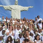 No Cristo Redentor, crianças refugiadas pedem paz na Síria