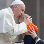 """Papa Francisco: """"Não há nenhum pai no mundo que nos ame como Deus"""""""