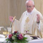 Papa: as ditaduras começam com a comunicação caluniosa