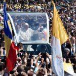 A alegria do povo pela visita do Papa à Romênia
