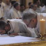 5 gestos do padre na missa e seus significados